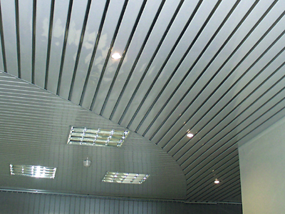 Реечные потолки.  Потолок обладает рядом преимуществ: - комплектующие изготовлены из экологически чистых материалов...